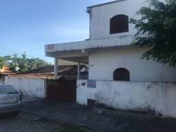 Casa de 02 quartos e 03 quitinetes no Centro de Barra de São João na quadra da praia
