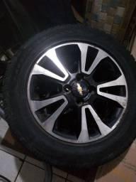 """Roda GM 15"""" com pneu. Leia o anúncio"""
