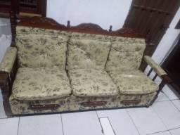 Vendo esse lindo sofá de madeira colônial