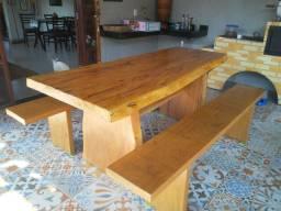 Mesa madeira bruta