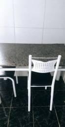 Mesa de 4 cadeiras.. Leia o anúncio primeiro