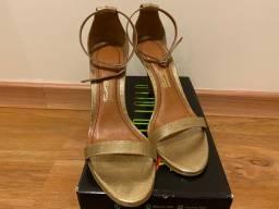 Sandália Dourado de Tiras Santa Lolla