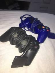 Dois controle de PS2
