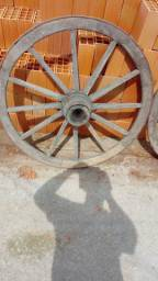 Rodas de carroça antigas com pintura original