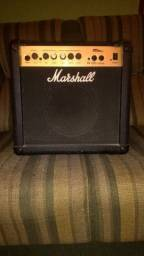 Amplificador Marshall/ Pedal Metal Core ML 2