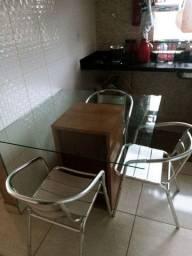 Mesa em vidro com 4 cadeiras em alumínio polido