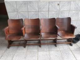 Jogo cadeiras antigas cinema