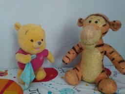 Bonecos ursinho Pooh e tigrão