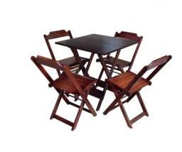 Mesa e cadeiras dobráveis