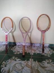 Vendo raquetes para tênis de quadra.