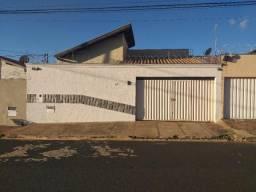 Casa com 3 dormitórios para alugar por R$ 1.500/mês - São José - Uberaba/MG