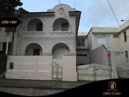 Casa com 10 salas e 400m² no Barris.