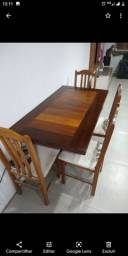 Mesa de madeira de lei + 4 cadeiras.