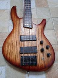 Cort Bass c4z