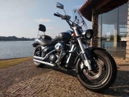 Espetáculo de moto! Uma verdadeira máquina na estrada.