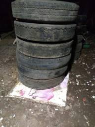Carcaças de pneus 900x20 pra recapagem