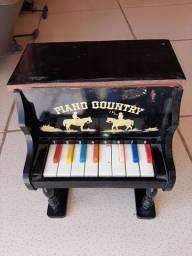 Piano Antigo de Madeira
