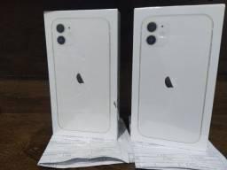 iPhone 11 64 gigas branco.