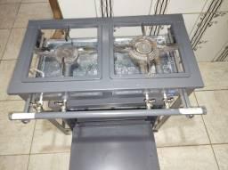 Vendo fogão industrial com forno seminovo