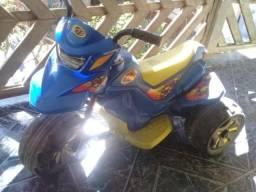 Moto Elétrica infantil na cor azul