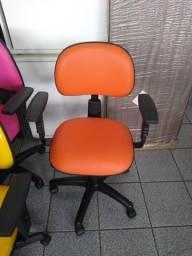 Cadeiras de Escritório Giratórias NR 17