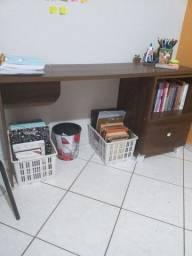 Escrivaninha com gaveta
