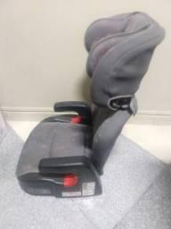 Cadeira de criança para carro.