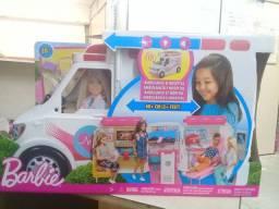 Ambulância da Barbie com luz e sirenes com um preço bom pra retira hoje