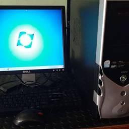 Vendo computador Tem 2gb de memoria ,Hd 160, Processador Dual Cor 3.0 ,Tela de 17 pl