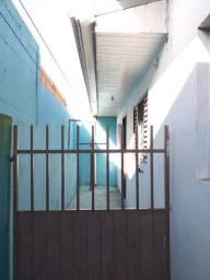 Alugo casa com água Vitória Régia bairro Cidade Industrial