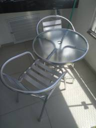 Mesa e cadeiras de alumínio para área externa