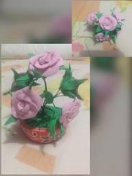 Vasos com flores de EVA