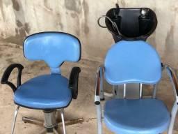 1  Cadeira e 1 lavatório para cabeleireiro. R$ 600 Os 2