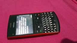 Celular Nokia, com teclado