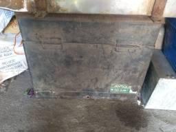 Vende se caixa de ferramentas de caminhão