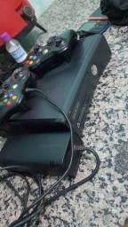Xbox 360 destravado com muitos jogos.