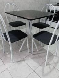 Mesa com tampo solto + 4 cadeiras