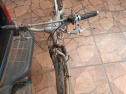 Bicicleta de alumínio vendo ou troco