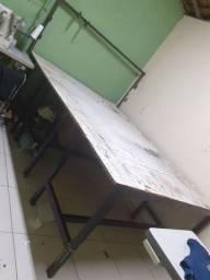 Mesa para cortes de tecido