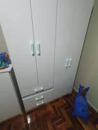 Comoda e guarda roupa infantil