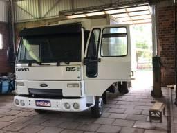 Caminhão Ford cargo 815 com baú