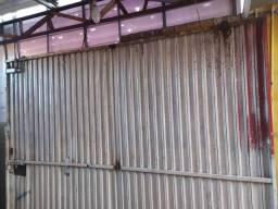 Portão de tira raiada