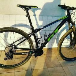 Bicicleta GT Avalanche Elite