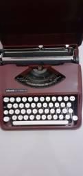 Máquina de Datilografia Olivetti Lettera 82