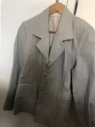 Lindo casaco de couro legítimo cinza