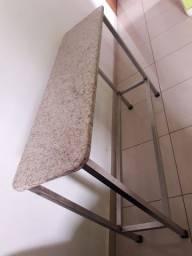 Mesa de granito.