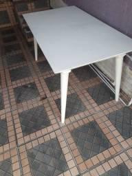 Título do anúncio: Vendo mesa sem cadeiras