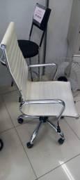 Título do anúncio: Cadeira Presidente de Couro Branco - com rodinhas