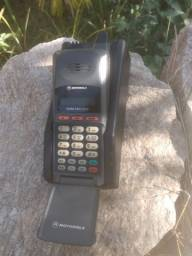 Telefone Motorola antigo.
