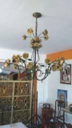 Lustre com floral em ferro .